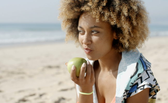 Seed&Sprout woman-eating-a-green-apple_HIREZ__D copy
